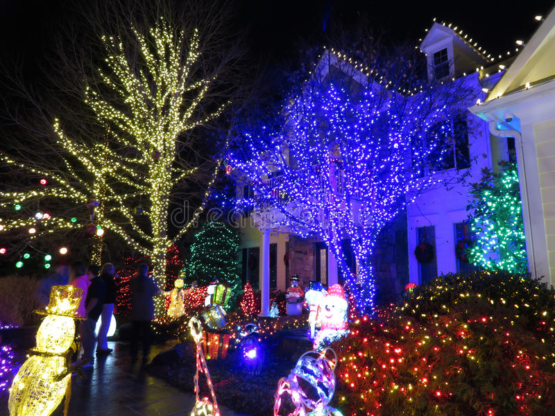Regarder la maison de Noël photographie stock