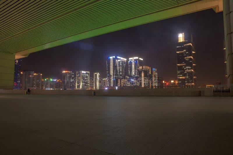 Regarder la vue de nuit du nouveau secteur de zhengdong de la plate-forme de visionnement sur le deuxième plancher de la place oc photos libres de droits