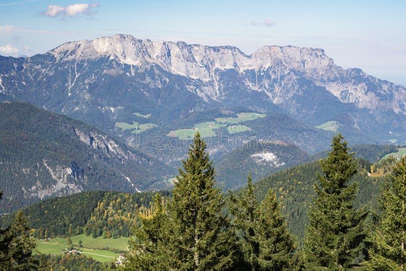 Regarder le massif d'Unterberg photo stock