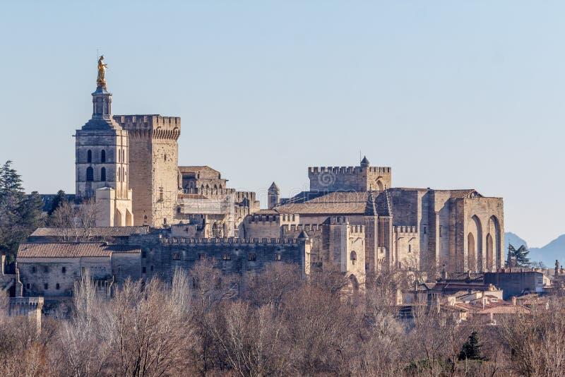 Regardez aux papes le palais médiéval à Avignon image stock