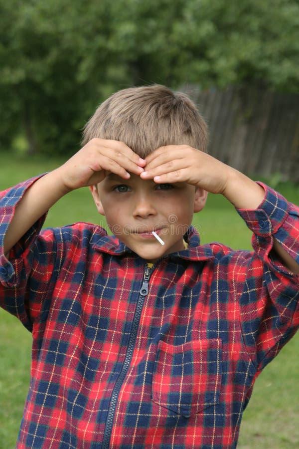 Regardez d'un enfant photo stock