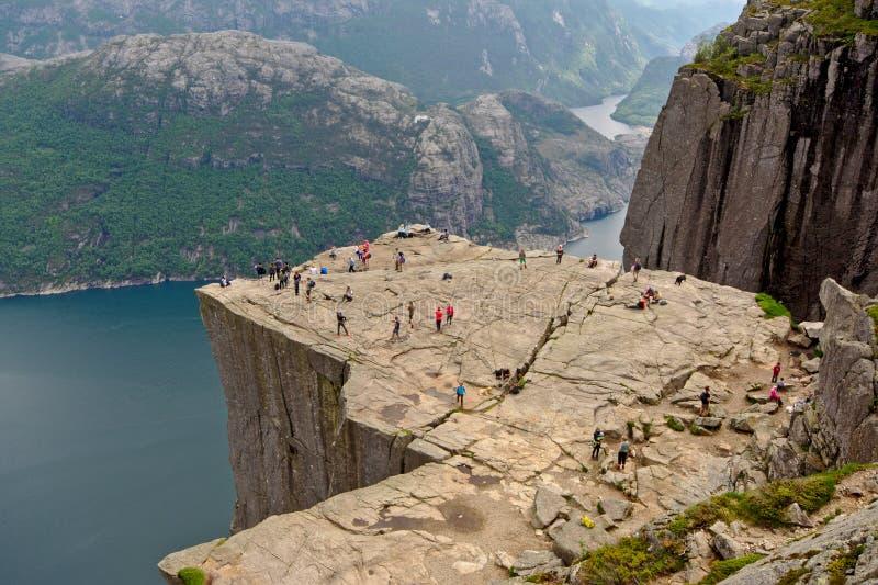 Regardez de au-dessus de l'Ontario la roche célèbre de pupitre, Norvège photos libres de droits