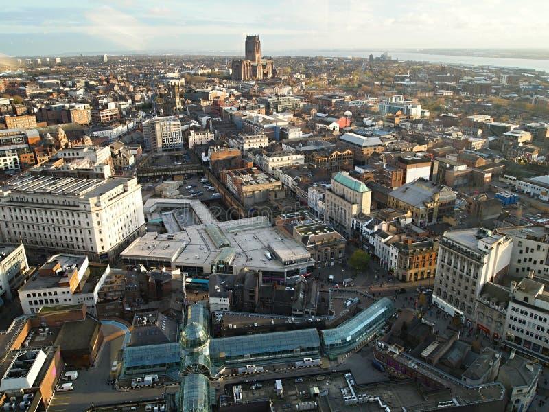 Regardez l'horizon fantastique de Liverpool et au-delà dans le technicolour glorieux, à partir même du dessus de la balise de St  images libres de droits
