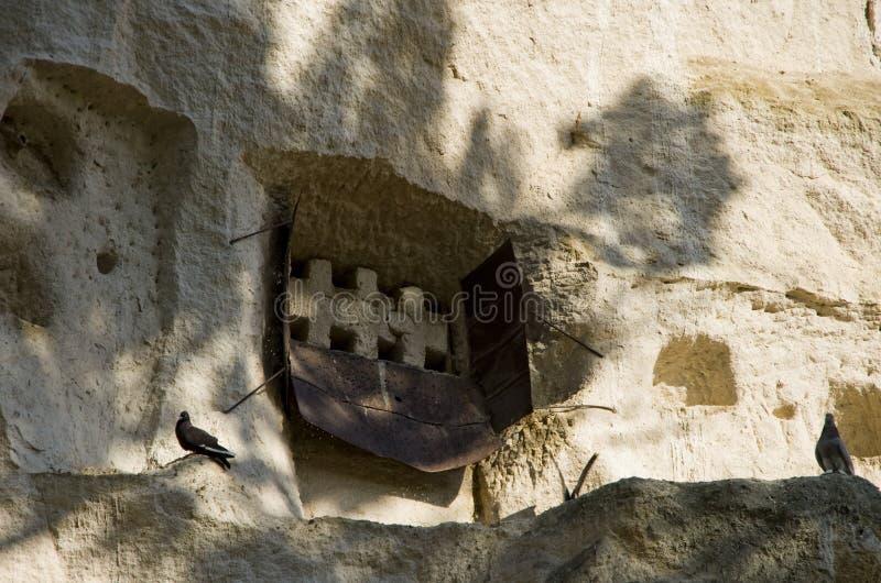 Regardez la maison de pidgeon dans la vallée du sud de Cappadocia image stock