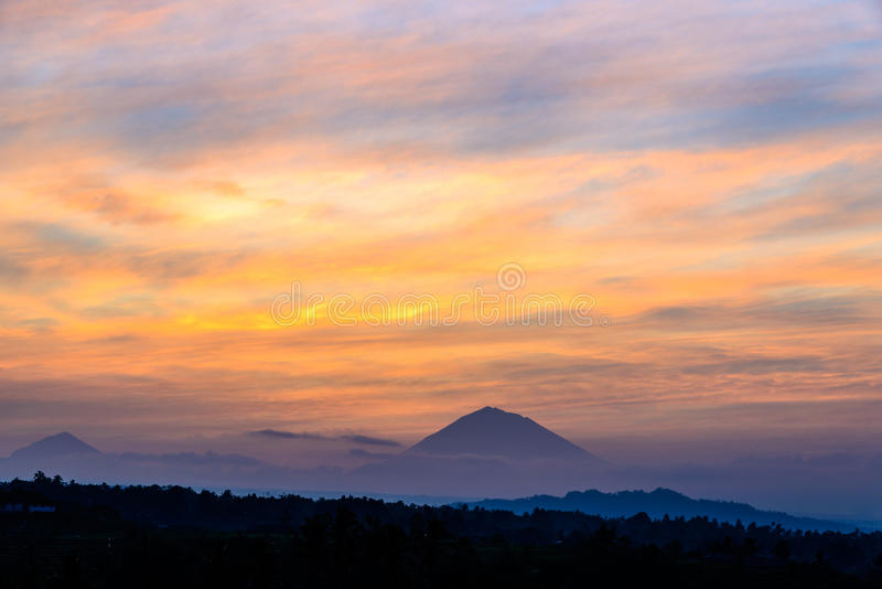 Regardez le volcan Gunung Agung Summit le lever de soleil, Jatiluwih photo stock