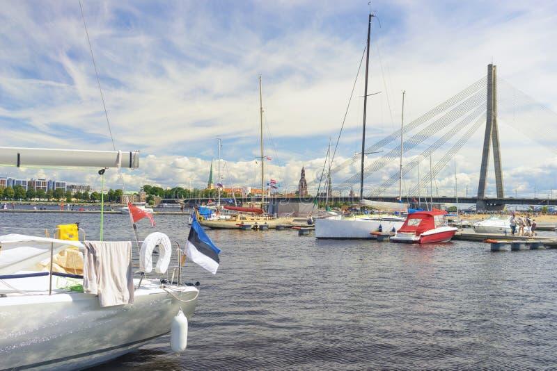 Regatta in de zomer in Riga stock afbeeldingen