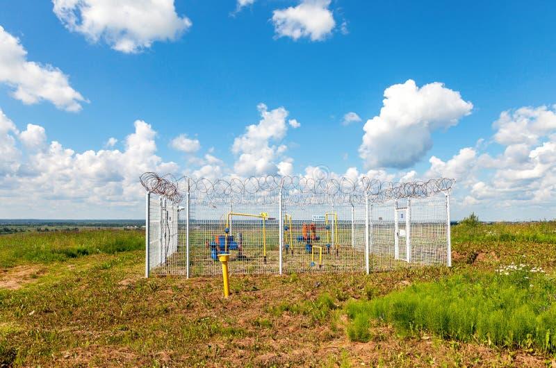 Regelgevend gas en distributiepunt in de zomer zonnige dag stock fotografie