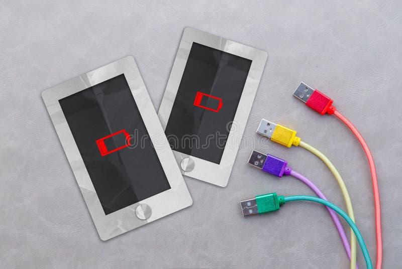 Regelmäßiger moderner Tagesintelligentes Telefonpapier mit einer Ikone der schwachen Batterie stockfotos