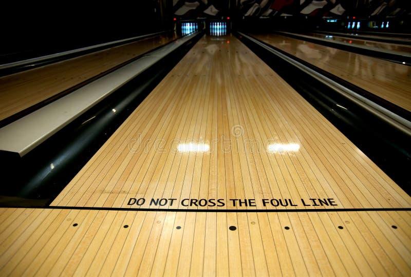 Regelwidrige Zeile an der Bowlingbahn lizenzfreie stockfotografie