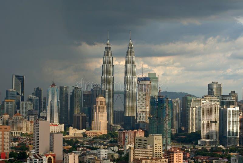 Regen in de metropolitaanse stad van Maleisië: Kuala Lumpur royalty-vrije stock foto