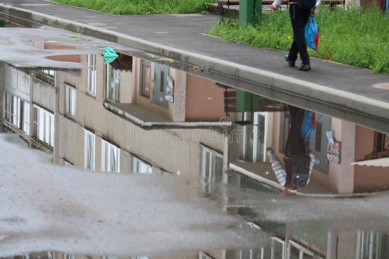 Regen in de stad royalty-vrije stock foto's