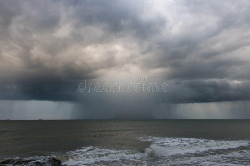 Regen gevulde onweerscel als deel van Orkaan Jose dichtbij Tuinstad, NC royalty-vrije stock foto's