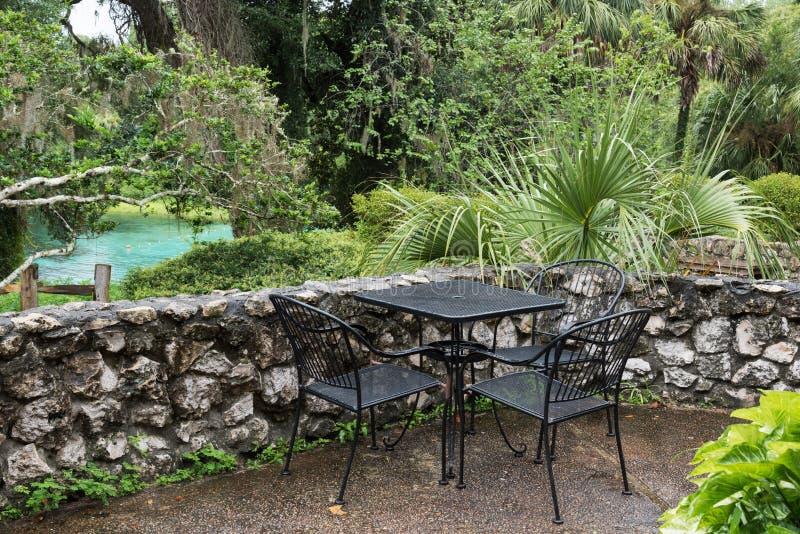 Regen in het zuidenpark, de Regenbooglentes, Florida, de V.S. royalty-vrije stock foto's