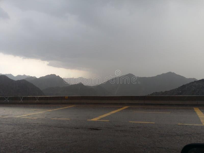 Regen op berg stock foto's