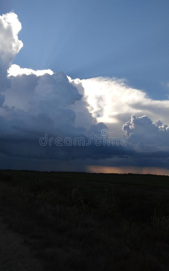 Regen/Sonnenschein lizenzfreie stockfotos