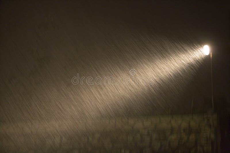 Regen tijdens de nacht royalty-vrije stock foto