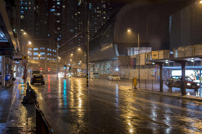 Regenachtige avond in de stad royalty-vrije stock fotografie