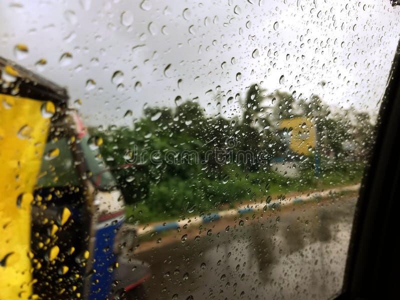 Regenachtige dag - bewolkt weer royalty-vrije stock afbeelding