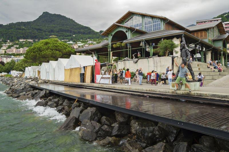 Regenachtige dag op Motreaux Riviera bij het Meer van Genève, met beroemd Freddy Mercury-standbeeld royalty-vrije stock foto