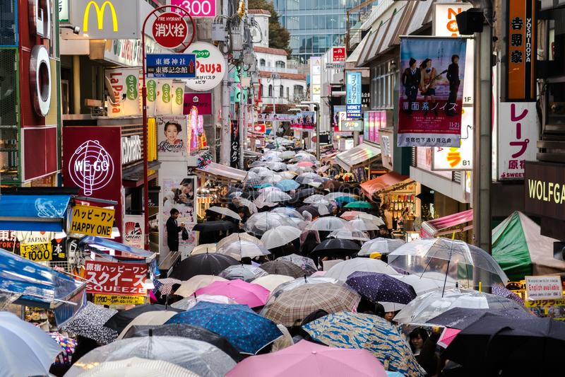 Regenachtige dag in Tokyo, Japan, Harajuku-district royalty-vrije stock foto's