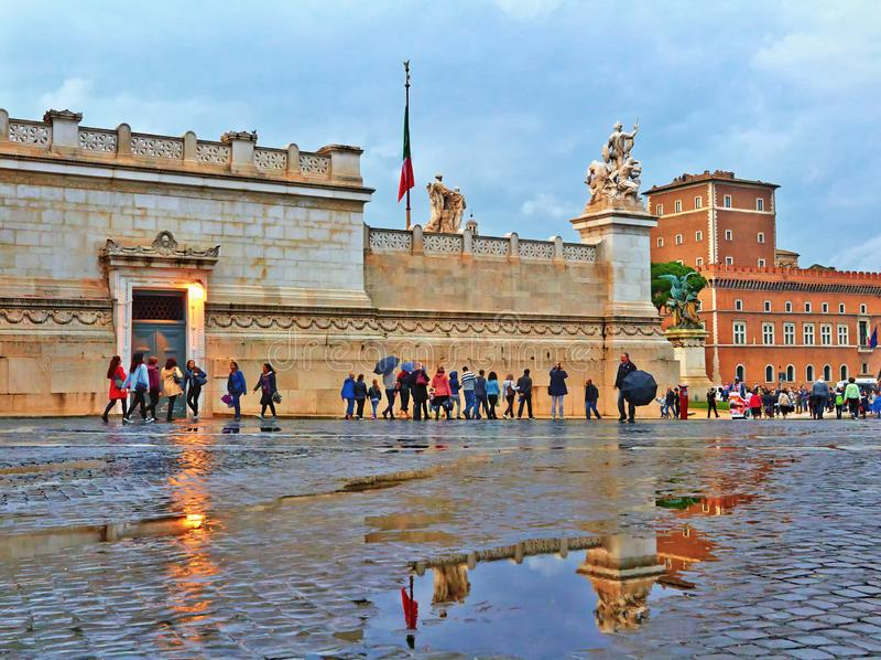 Regenachtige de herfstavond in Rome stock fotografie