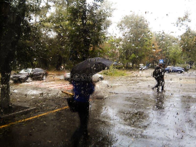 Regenachtige straat stock foto's