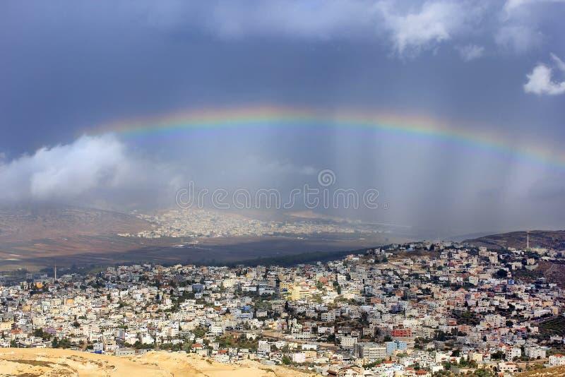Regenbogen über Cana von Galiläa, Israel lizenzfreie stockfotos