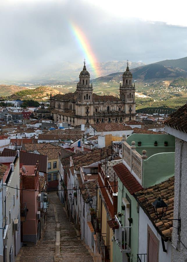 Regenbogen über der Kathedrale von Jaen lizenzfreies stockbild