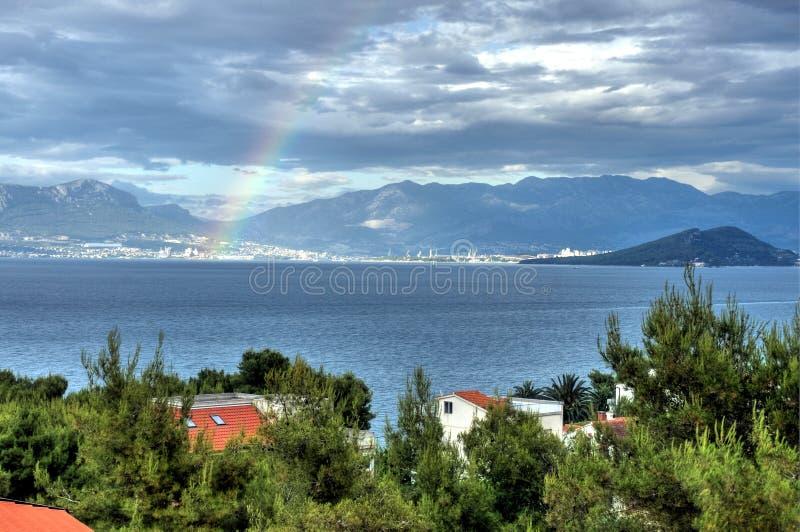 Regenbogen über Spalte stockbilder