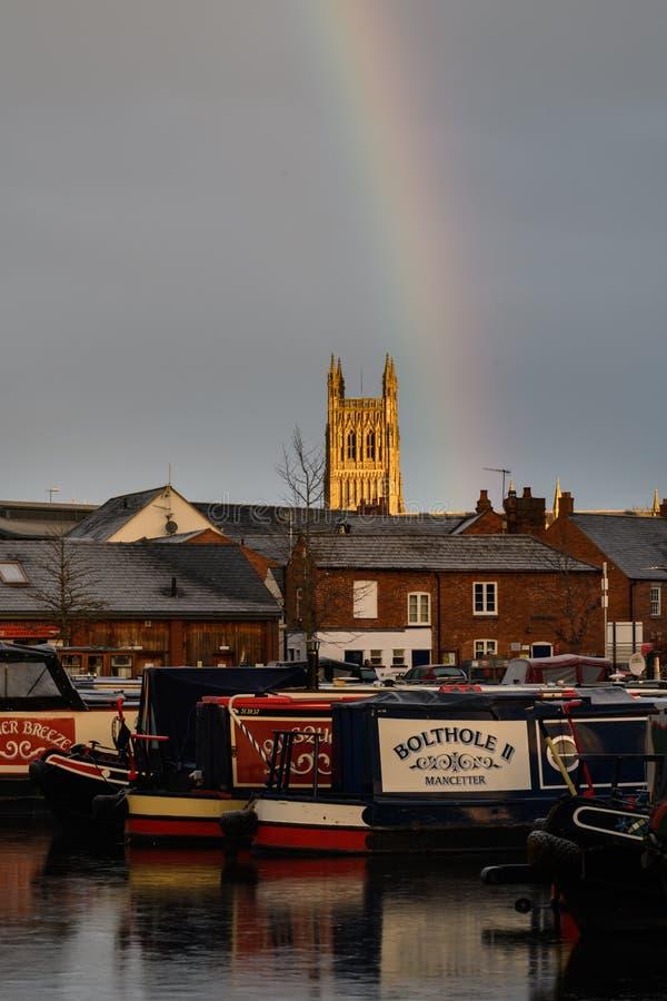 Regenbogen über Worcester-Kathedrale lizenzfreies stockbild