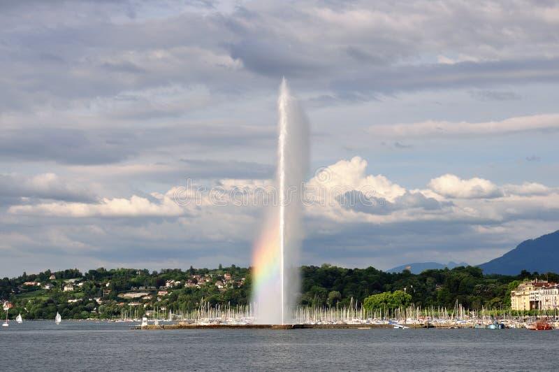 Regenbogen auf dem Brunnen, Genf, die Schweiz lizenzfreies stockfoto