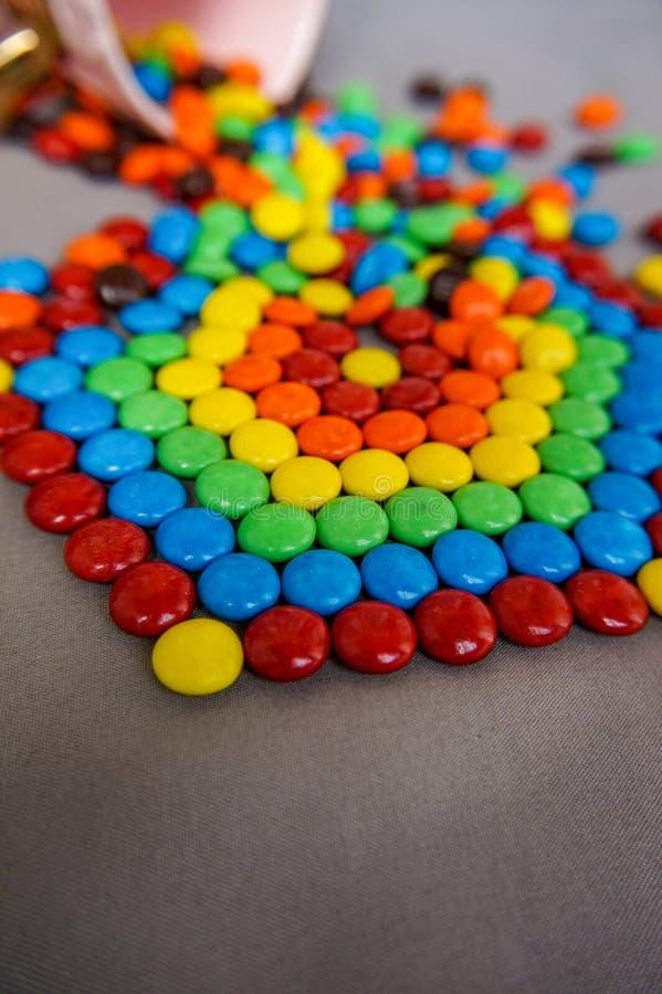 Regenbogen aus Süßigkeit heraus lizenzfreies stockfoto