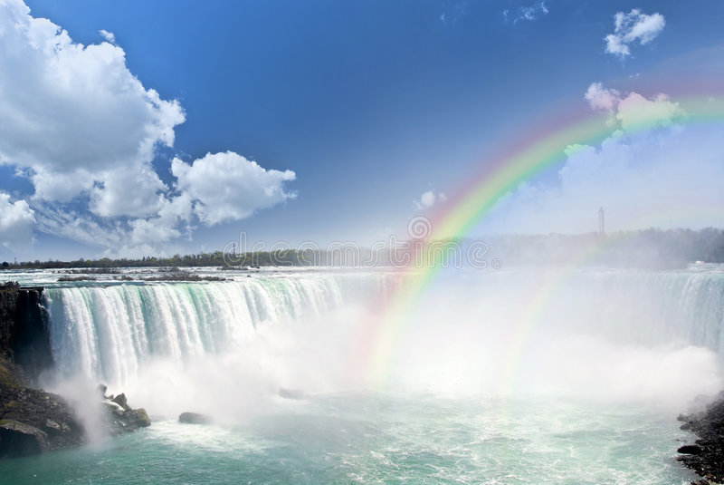 Regenbogen bij Niagara Falls stock fotografie