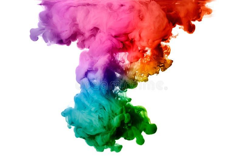 Regenbogen der Acryltinte im Wasser. Farbexplosion stockfotografie