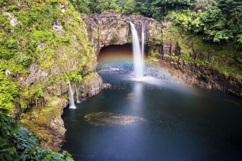 Regenbogen fällt Hawaii stockfoto