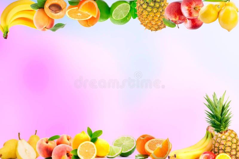 Regenbogen färbte Früchte auf rosa Hintergrund der Unschärfe Saft- und Smoothiebestandteile Diätkonzept der gesunden Ernährung stockbilder