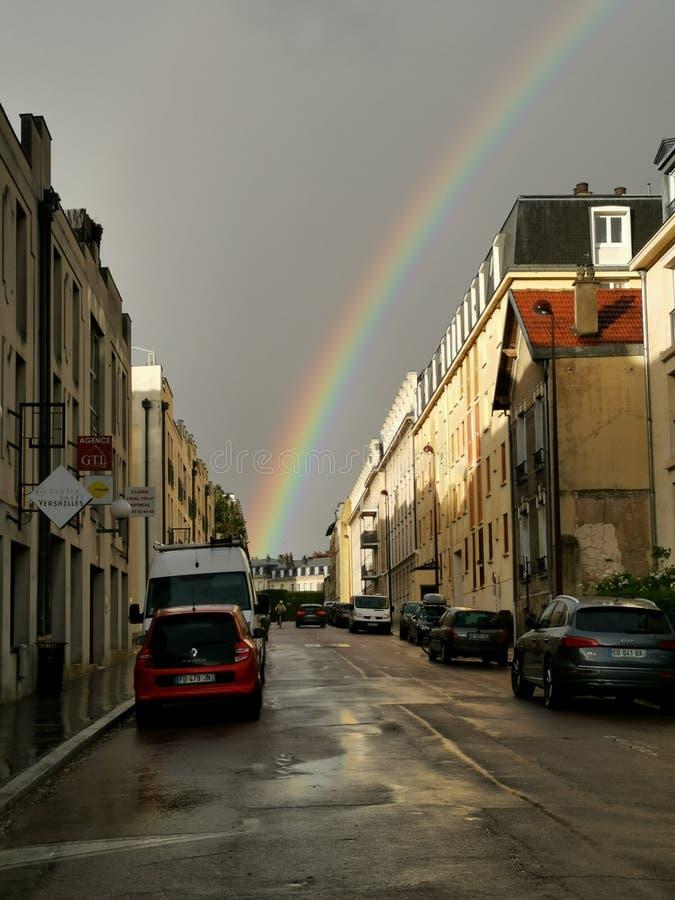 Regenbogen im Dorf von Versailles stockfotografie