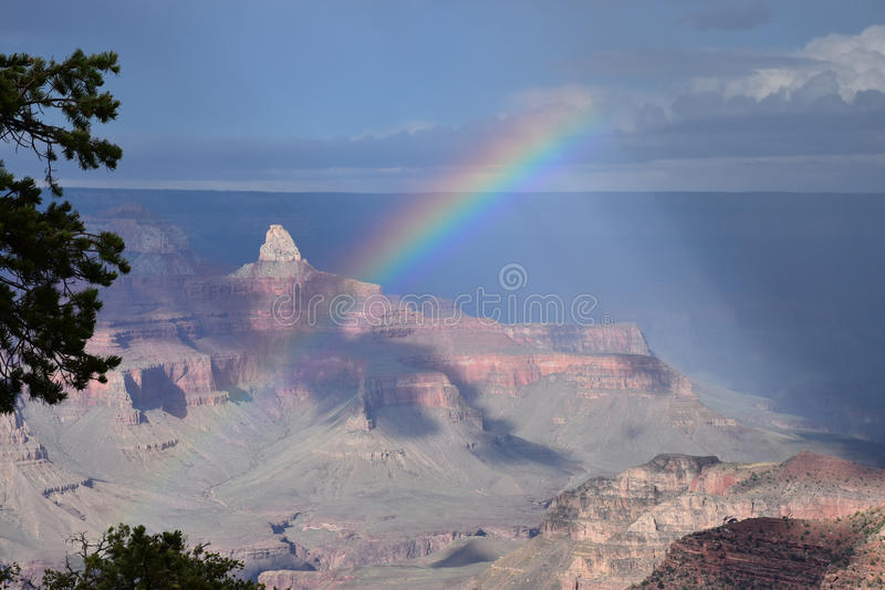 Regenbogen in Nationalpark Grand Canyon s lizenzfreie stockfotografie