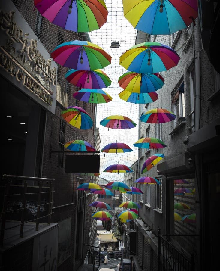 Regenbogen-Regenschirm ` s lizenzfreie stockbilder