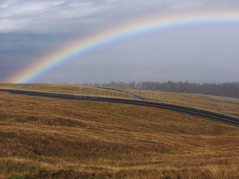 Regenbogen und stürmische Wolken lizenzfreies stockfoto