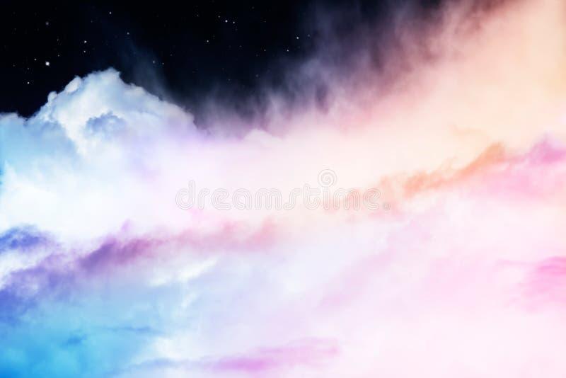 Regenbogen-Wolken und Sterne stockbild