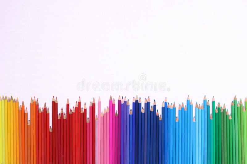 Regenbogenbleistifte lizenzfreie stockfotografie
