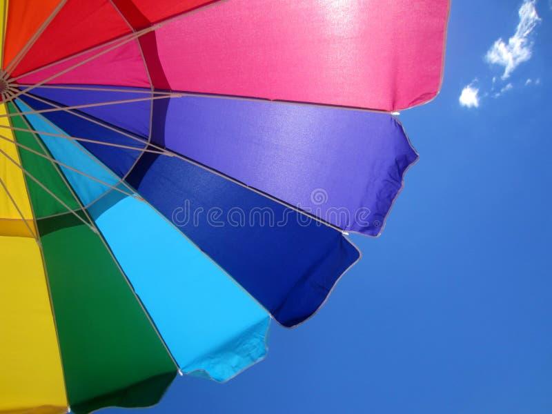 Regenbogenregenschirm stockbild
