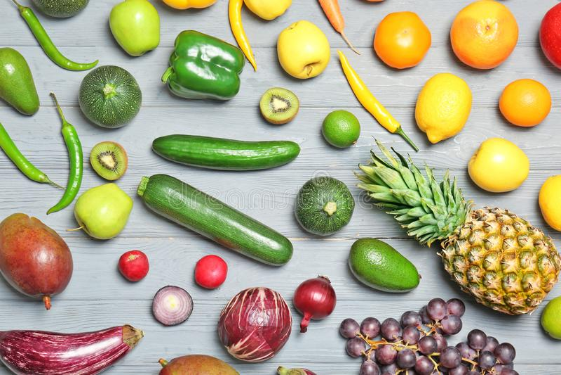 Regenbogensammlung reife Obst und Gemüse stockfotos