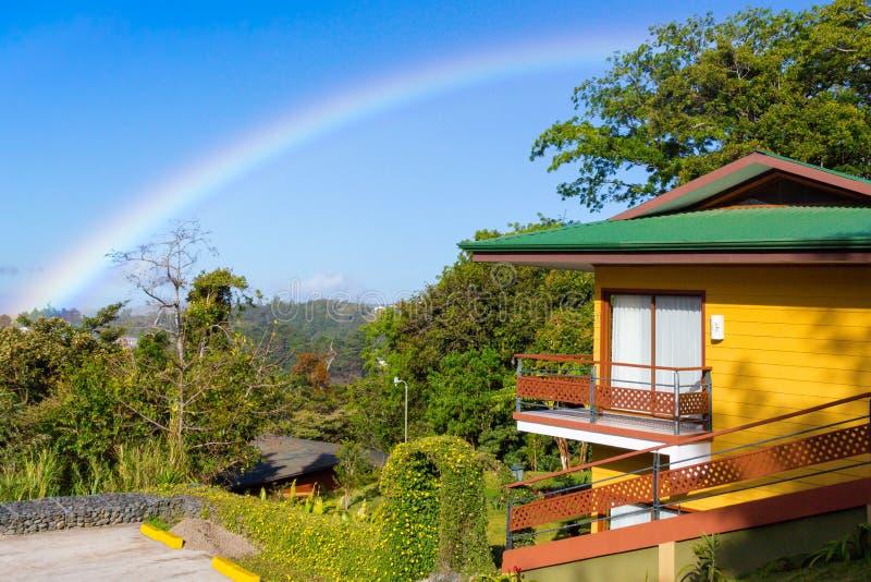 Regenboog in Costa Rica in sumer stock fotografie