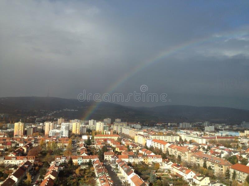 Regenboog in de stad van Bratislava royalty-vrije stock foto's
