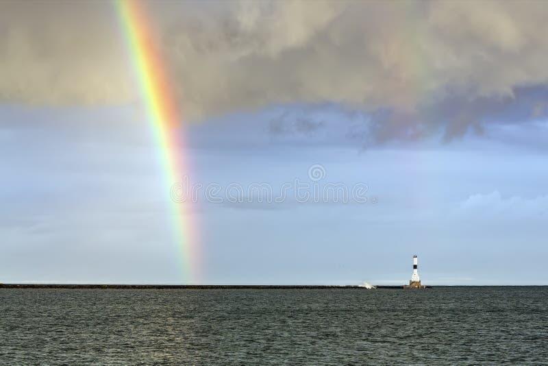 Regenboog en Conneaut-Licht stock afbeeldingen