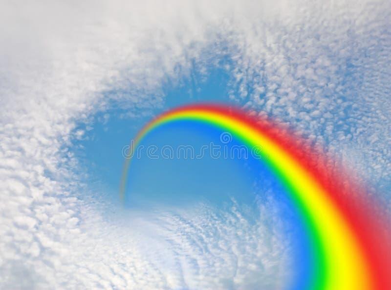 Regenboog en Hart in de Hemel stock foto's