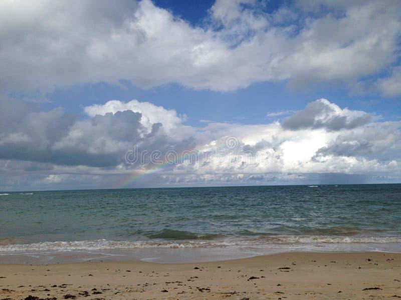 Regenboog en Strand stock foto's