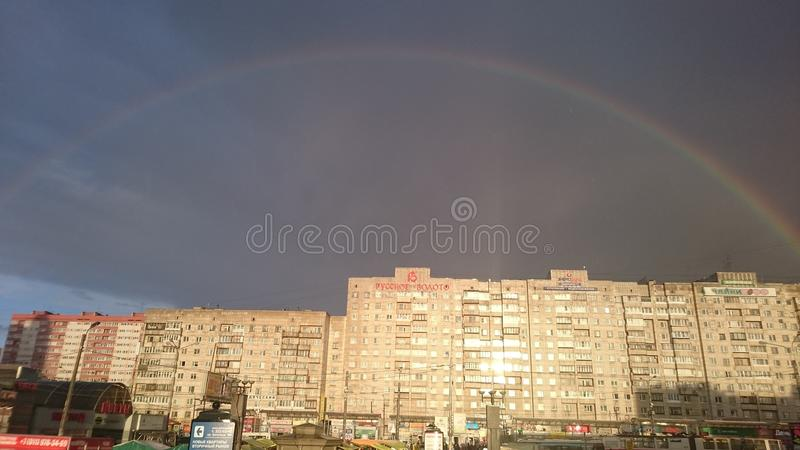 Regenboog en wolk royalty-vrije stock afbeeldingen
